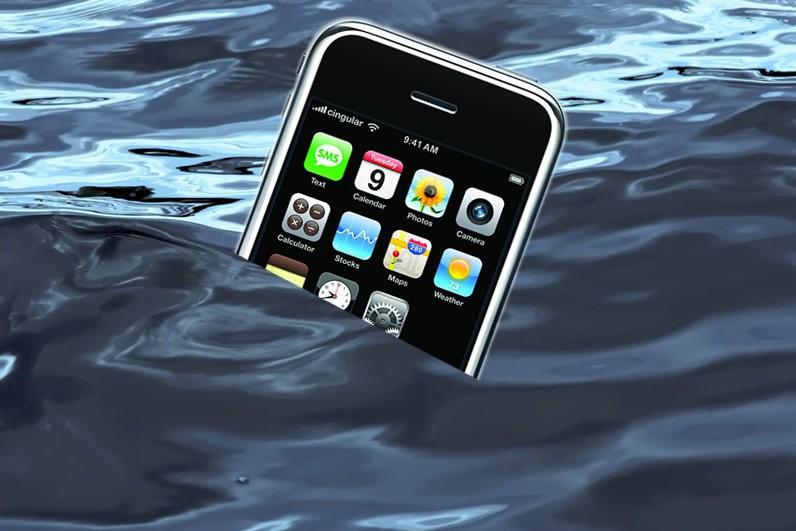 утонул смартфон