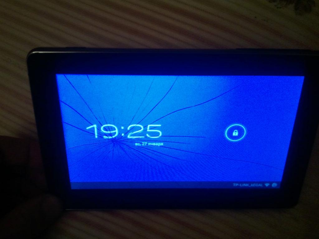 планшет с разбитым экраном
