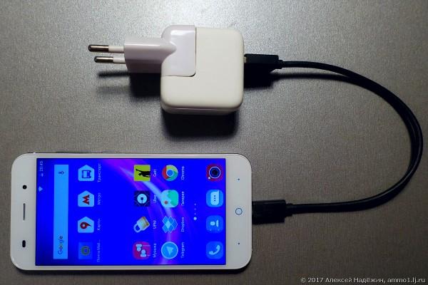 телефон и зарядник